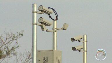 Tecnologia ajuda motoristas a recuperar veículos roubados em São José - Câmeras de monitoramento são equipadas com programa que reconhece letras e símbolos nas imagens.