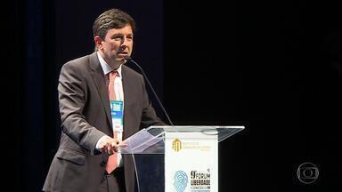 João Amoêdo (Novo) recebe prêmio do Instituto de Formação de Líderes em BH - No fim da tarde, candidato a presidência participou de evento na Câmara de Dirigentes Lojistas na capital mineira.