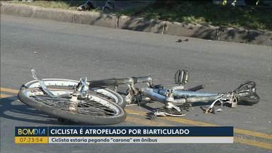 Estudante morre após ser atropelado por ônibus em canaleta - Ele tinha 20 anos.