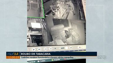 Ladrões rendem funcionário e levam vários narguiles em tabacaria de Ponta Grossa; VÍDEO - Ação foi registrada pelas câmeras de segurança.
