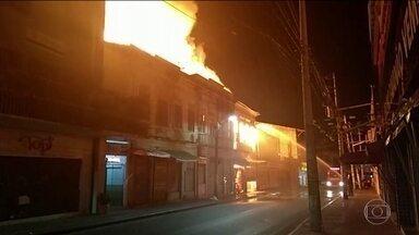 Incêndio destrói casarões do centro histórico de Salvador - Um morador está desaparecido.