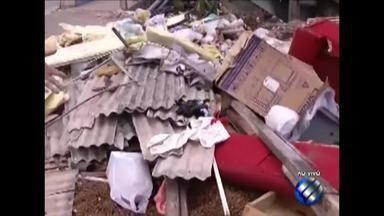 Lixo e entulho são descartados irregularmente no canal do Galo, no Telégrafo, em Belém - O descarte irregular de lixo pode levar doenças aos moradores do entorno