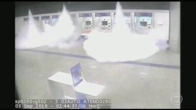Madrugada foi de tiroteio e explosão em Bauru - Vinte ladrões com fuzis invadiram agência bancária no centro da cidade, no interior de São Paulo.