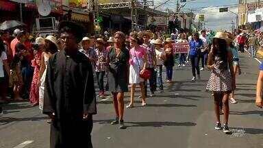 Centenas de pessoas acompanharam desfile 7 de Setembro em Juazeiro do Norte - Desfile contou com a presença do Exército, Corpo dos Bombeiros, Polícia Militar, dentre outros.