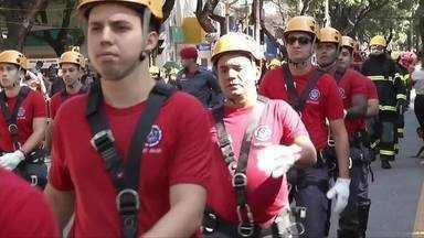 Em Valadares, 44 grupos participam do desfile de 7 de Setembro - Centenas de pessoas acompanharam o desfile.