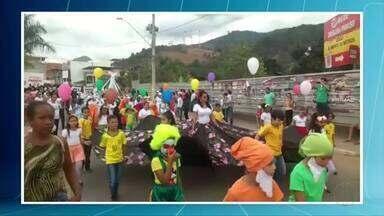 Desfiles reúnem centenas de pessoas em Santana do Paraíso e Ipatinga - Em Ipatinga, ato foi no Parque Ipanema.