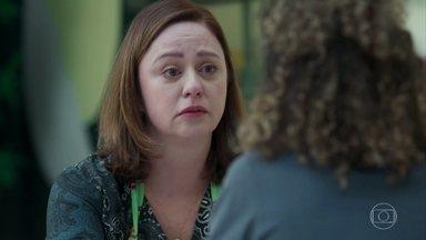 Rosália conversa com Maria Alice sobre as atitudes de Armando - Maria Alice explica por que não teve coragem de se abrir para a mãe. Rosália pede que a filha prometa que nunca mais vai esconder nada de importante