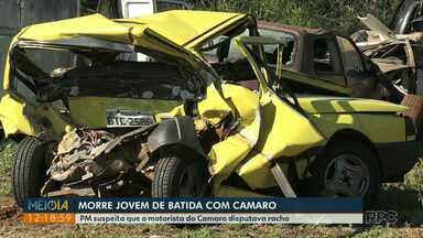 Morre jovem que teve carro atingido por Camaro em avenida de Foz do Iguaçu - PM suspeita que o motorista do Camaro disputava racha. Ele fugiu do local. Batida foi na madrugada de sexta-feira (7).