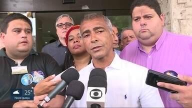 Romário visita hospital em Vila Isabel - Romário visita o Hospital Pedro Ernesto, em Vila Isabel.