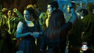 Marocas estranha tudo na boate - Indignada ao ver o ex-noivo com a congelada, Betina decide abordar o casal