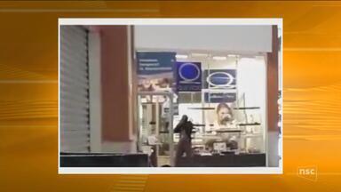 Joalheria de shopping de Florianópolis é assaltada - Joalheria de shopping de Florianópolis é assaltada