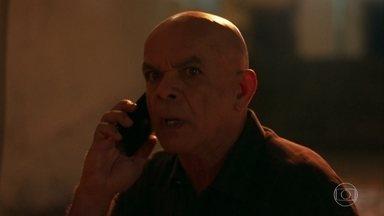 Galdino avisa a Laureta que encontrou Luzia - A DJ pede para Cacau vender seu flat e não percebe que está sendo seguida