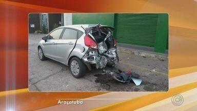Motociclista morre após bater na traseira de carro em Araçatuba - Um jovem de 24 anos morreu depois de bater na traseira de um carro na Avenida dos Araçás em Araçatuba (SP), na madrugada desta quinta-feira (13). De acordo com a polícia, a vítima foi levada para a Santa Casa, mas não resistiu aos ferimentos e morreu.