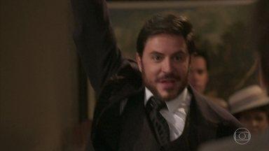 Xavier ameaça a todos com uma arma dentro do tribunal - Encurralado, ele dispara para o teto e foge