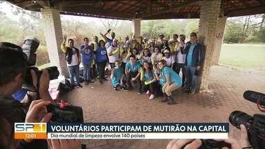 Voluntários de São Paulo participam do Dia Mundial da Limpeza - Mutirão no Parque Raposo Tavares recolheu aproximadamente 100 kgs de lixo.
