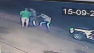 Motorista bêbado e sem habilitação é preso após tomar a arma de um PM e atirar nele em SP - Câmeras de segurança registraram o momento em que o motorista roubou a arma do policial, durante abordagem, no interior de São Paulo.