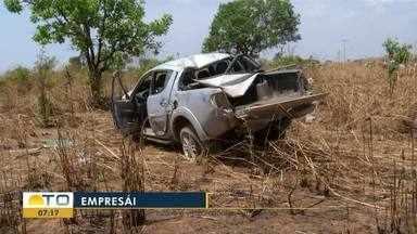 Homem morre e três ficam feridos após carros capotarem em estrada de chão - Homem morre e três ficam feridos após carros capotarem em estrada de chão