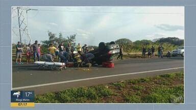Adolescente de 13 anos morre em acidente após acidente de trânsito em Sumaré - Motorista, que é irmão da vítima, perdeu o controle da direção, bateu em poste e capotou carro.