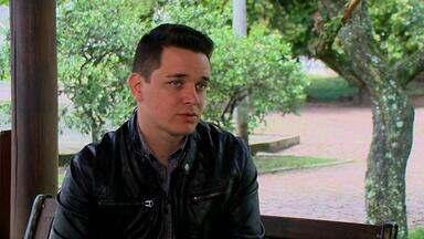 Léo Pain canta por uma vaga na próxima fase no 'The Voice Brasil' - O público poderá participar votando pela internet.