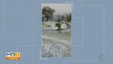 Chuva de granizo e quedas de árvores são registradas em Uberlândia - Moradores gravaram vídeos mostrando como foi a chuva com direito a granizo no fim de semana. Defesa Civil e o Corpo de Bombeiros atenderam quatro ocorrências de queda de árvores.