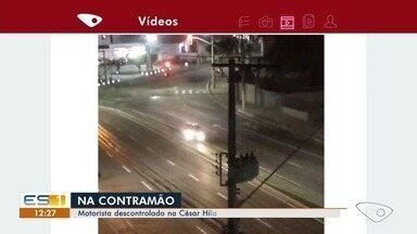 Motorista passa direto e invade outra pista na César Hilal, em Vitória - Imagem foi feita por telespectador.