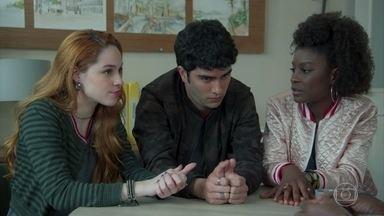 Hugo, Fabiana e Dandara aceitam participar de um debate - Gabriela aceita ser a mediadora do debate entre os candidatos à presidência do grêmio estudantil