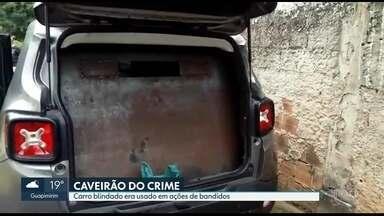 """Polícia descobre carro blindado em poder de bandidos - Em Angra dos Reis, policiais apreenderam um veículo com uma chapa de aço de 12 milímetros, instalada nas laterais e na parte traseira do carro. Havia até uma janela que possibilitava disparos. O veículos está sendo chamado de """"caveirão do crime""""."""