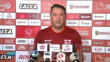 Roberto Fernandes é novo técnico do CRB - Técnico tem como maior desafio tirar o time da zona de rebaixamento.