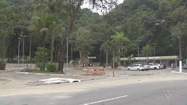 Comerciantes da Biquinha, em São Vicente, esperam local revitalizado no verão - Biquinha está em obras, mas comerciantes esperam poder aproveitar a temporada de verão, que atrai muitos turistas para o local.