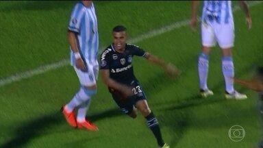 Grêmio vence Tucumán e fica próximo de vaga na semifinal da Libertadores - Tricolor gaúcho fez dois a zero em jogo de ida na casa do rival argentino.
