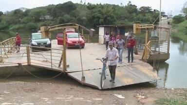 Moradores de comunidades quilombolas em Eldorado pedem atenção para balsa - Balsa é o único meio de locomoção disponível para a travessia do local para o Centro da cidade.