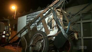 Polícia prende homem que furtou tábuas e geladeira em uma obra - Os produtos furtados foram levados em um carrinho de reciclagem.