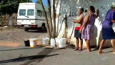 Moradores do distrito de Santa Fé sofrem com falta de água, no Crato - Saiba mais em g1.com.br/ce