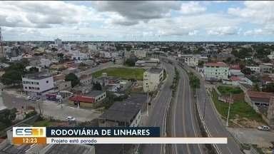 Moradores de Linhares reclamam da falta de um terminal rodoviário na região, ES - A prefeitura fez doações de lotes em troca de área próxima ao aeroporto para realizar a construção da rodoviária, mas projeto não foi a frente.