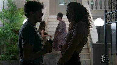 Érico explica a Jade que Michael está tentando ajudar Pérola - Ele diz que a gata é tão egoísta que não consegue perceber nada do que acontece à sua volta