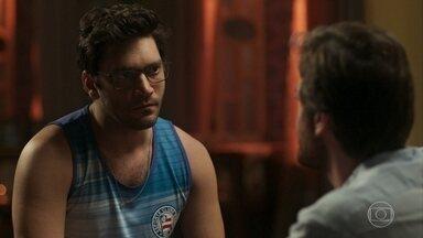 Ionan afirma a Beto que Luzia está mentindo sobre o filho dos dois - Cantor conta para o irmão que a DJ o procurou
