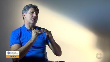 Renato completa dois anos de reestreia no Grêmio, comemora títulos e diz que quer mais - Confira a entrevista completa no Globo Esporte RS desta sexta-feira (21).