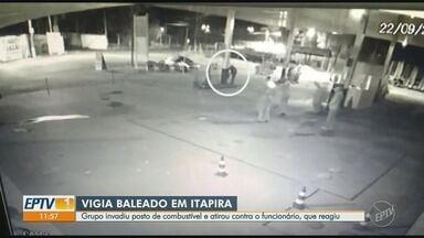 Vigia é baleado em tentativa de homício em posto de combustível de Itapira - Vítima tinha 66 anos e foi baleada três vezes por um dos homens do grupo.