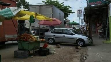 Lixo acumula na Feirinha do Tabuleiro em Maceió - Além do lixo, local anda tem problemas de esgoto e trânsito.