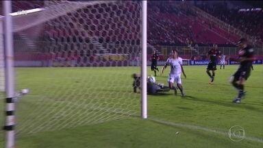 Fora de casa, Botafogo vence o Vitória em partida com sete gols e muita emoção - Clube carioca vence e consegue melhorar sua posição na tabela do Brasileirão