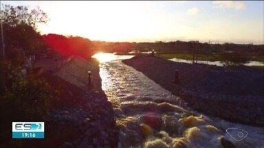 Vazão do canal na barragem do Rio Pequeno começa a aumentar - Fundação Renova garantiu que o nível da lago Juparanã já começou a baixar.