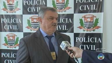 Polícia prende suspeitos de falsificação de documentos de trânsito em Várzea Paulista - A Delegacia de Investigações Gerais (DIG) de Jundiaí (SP) prendeu quatro homens suspeitos de falsificação de diversos tipos de documentos de trânsito, em Várzea Paulista (SP).