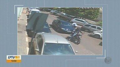 Assaltantes armados rendem motorista no Centro de Passos (MG) - Assaltantes armados rendem motorista no Centro de Passos (MG)