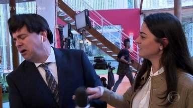 Marcelo Boapessoa é estapeado por Carol Castro - Repórter do 'Vídeo Show' invade as gravações de 'O Tempo Não Para'