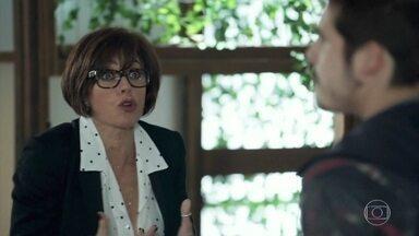 Carmen fica revoltada com decisão, do conselho de tirar a presidência de Samuca - Vanda confirma a Carmen que Samuca será destituído da presidência da SamVita