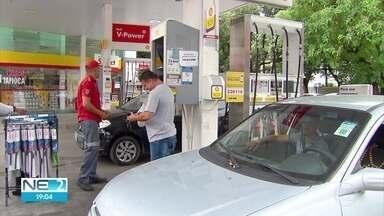 Aumento do preço da gasolina deixa motoristas insatisfeitos no Grande Recife - NE2 percorreu vários postos de combustível para comparar valores.