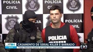 Serial killer de Goiânia tem casamento com detenta suspeita de latrocínio barrado em Goiás - Segundo DGAP, Tiago Henrique Gomes da Rocha, condenado por 29 homicídios, não pode se casar com a jovem, porque os dois não se conheciam anteriormente; veja quem é a noiva.