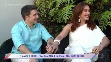 Claudia Raia revela como começou a namorar Jarbas Homem de Mello - Os dois já se conheciam do teatro musical e eram amigos. Jarbas conta que no início teve receio de assumir o relacionamento