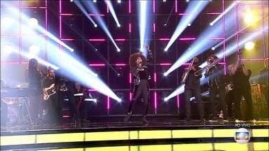 Jeniffer Nascimento canta 'Soul de Verão' - A atriz é a primeira a se apresentar no PopStar