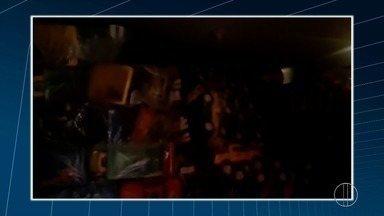 Polícia apreende caminhão cheio de brinquedo em Macaé, no RJ - Assista a seguir.